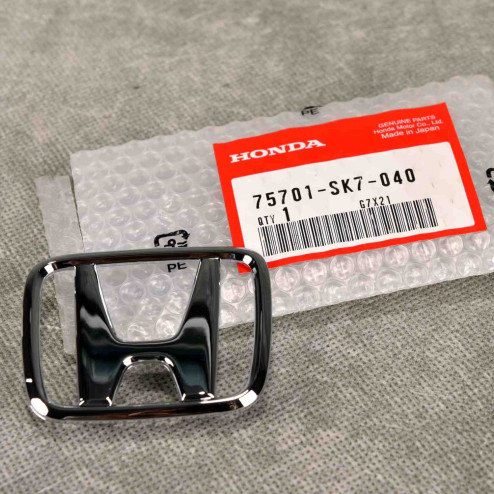 """75701-SK7-040, 75701SK7040 OEM srebrny emblemat """"H"""" Honda Civic 6gen 99-00 4D sedan"""