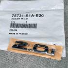 75731-S1A-E20. 75731S1AE20 OEM emblemat 2.0i na tylną klapę Honda Accord 6gen 98-02